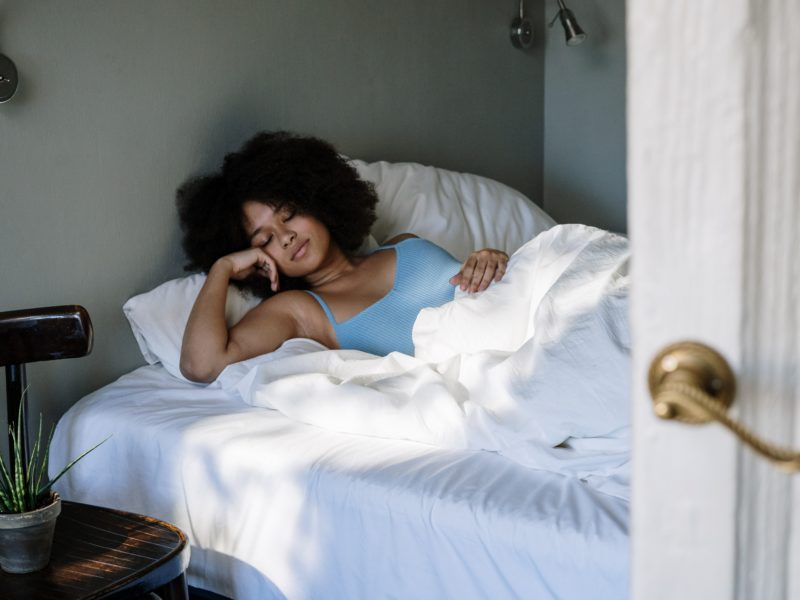 How Using Old Pillowcases Can Affect Your Skin & Hair Health